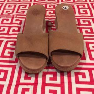 Women's UGG clog shoes size 6